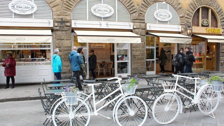 Entrada de Don Nino Gelateria & Pasticceria Artigianale en Piazza del Duomo, Florencia, Italia