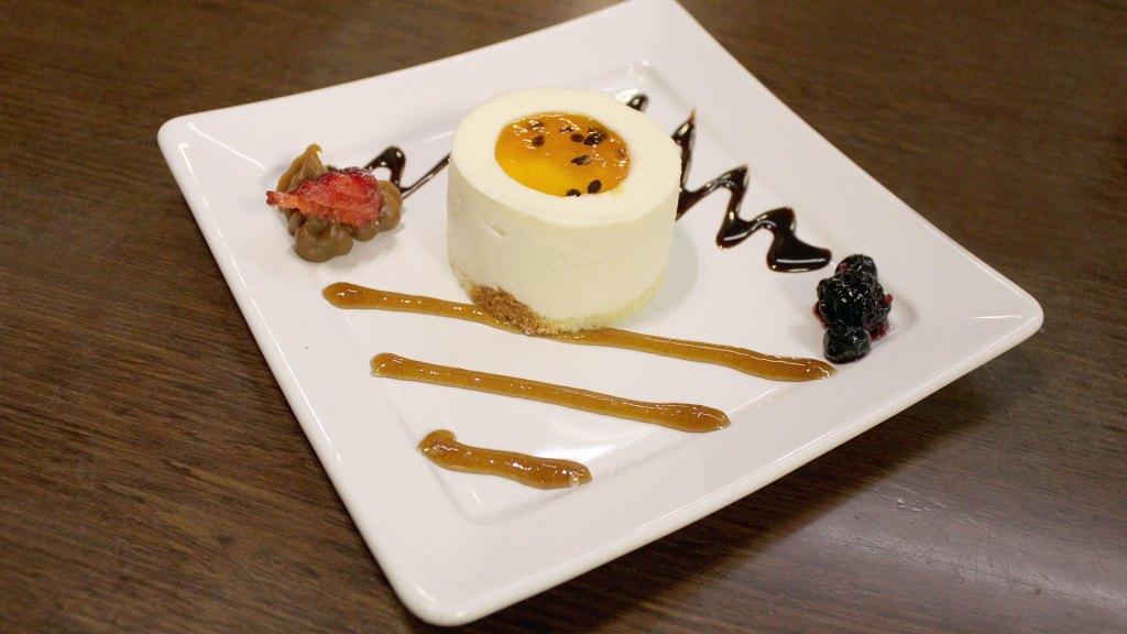 Cheesecake, uno de los diversos postres disponibles en Santa Fe 1234