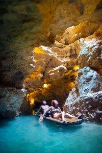 Viaje en balsa por río subterráneo