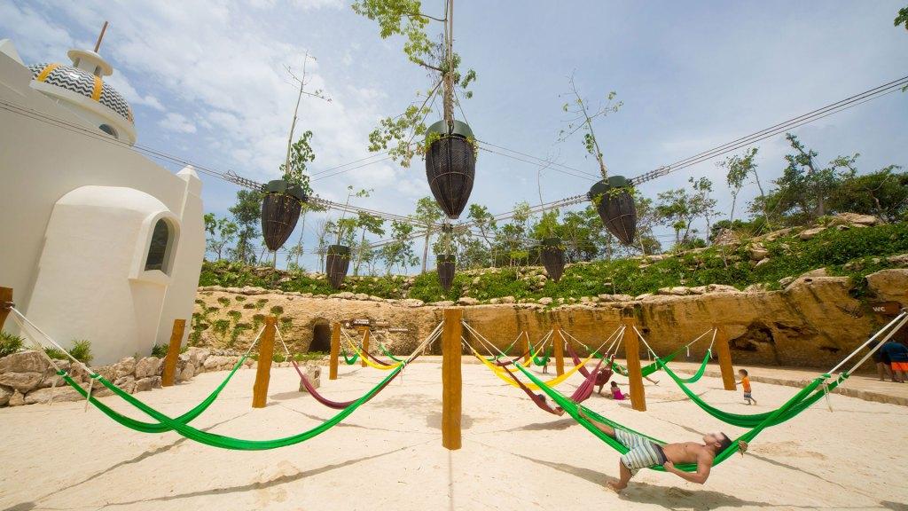 Jardín flotante con hamacas fuera del Xpa