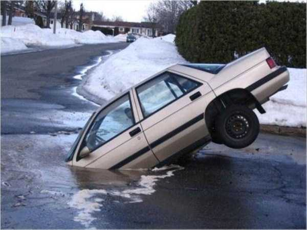 cars-in-bizarre-situations-20