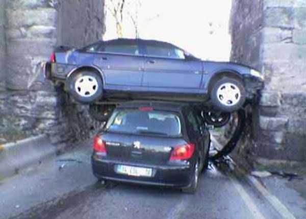 cars-in-bizarre-situations-23