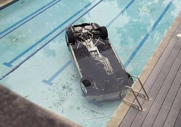 cars-in-bizarre-situations-28