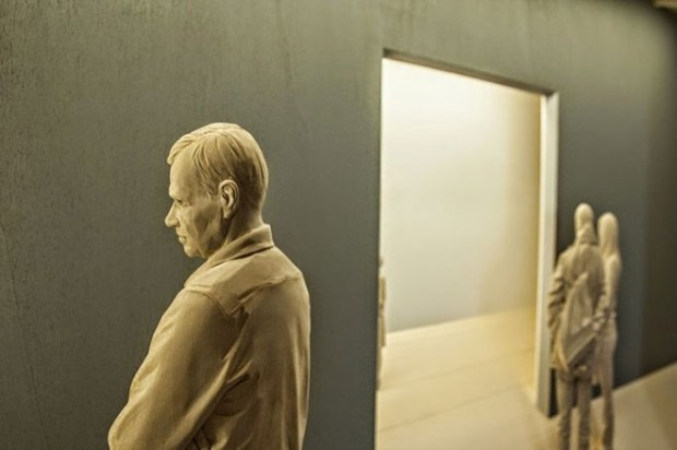 life-like-realistic-wooden-sculptures-peter-demetz-10
