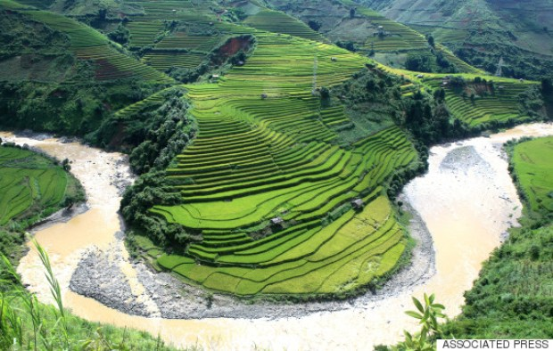 Rice terraces are seen in Mu Cang Chai district, Yen Bai province, Vietnam on Sunday, Sept. 27, 2015. On the mountains between 1,000 and 2,000 meters above the sea level, ethnic Hmong farmers have been growing rice on the terraced fields for hundreds of years. (AP Photo/Hau Dinh)
