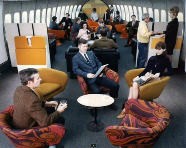 Στο-εσωτερικό-ενός-αεροπλάνου-το-1970-01