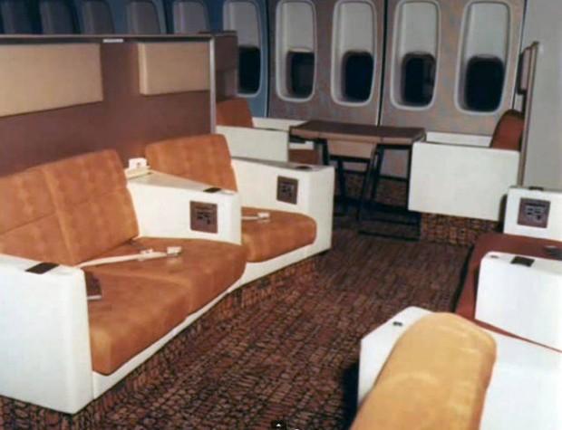 Στο-εσωτερικό-ενός-αεροπλάνου-το-1970-02
