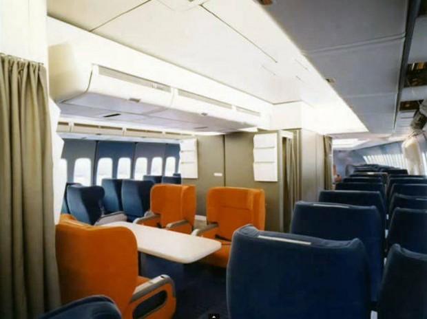 Στο-εσωτερικό-ενός-αεροπλάνου-το-1970-05