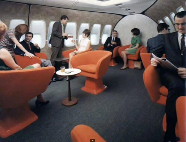Στο-εσωτερικό-ενός-αεροπλάνου-το-1970-07