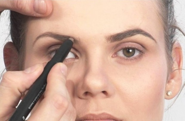 238205-650-1446084467Eyebrow-Filling-Tips-Your-Beautician-Never-Revealed-But-We-Tell-It-All4