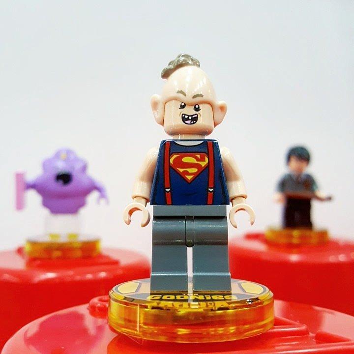 Immagini ufficiali LEGO Dimensions Sloth Goonies Minifigure