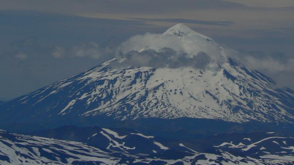 Volcan actif - Vue d'une montagne argentine au sommet du Volcan Villarica à Pucon Chili