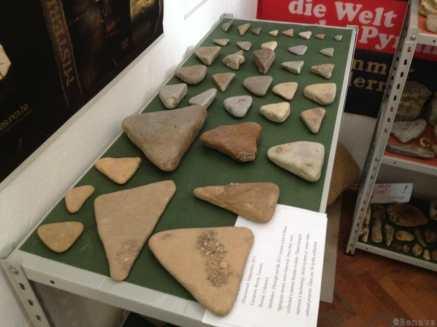 Pyramides de Bosnie - De nombreux artifacts ont été trouvés, dont certains montrant ce qui semble être une écriture ancienne non connu à ce jour.