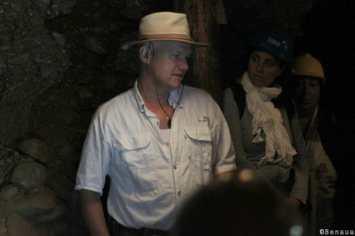 Pyramides de Bosnie - Semir Osmanagich dans le Ravna Tunnel