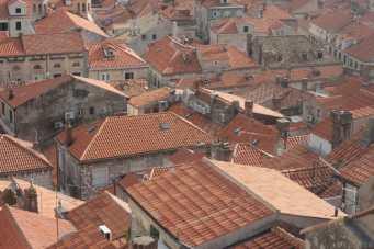 Contre plongée sur les toits de Dubrovnik