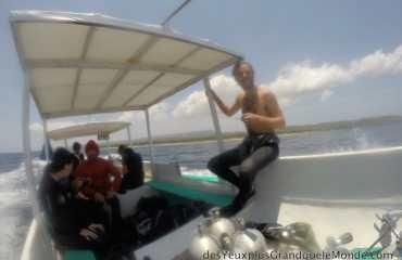 Apprendre la plongée à Bali - Julien l'instructeur en route pour la plongée