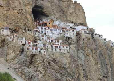 Monastères bouddhistes au Zanskar en Himalaya - Monastere perché de Phuktal