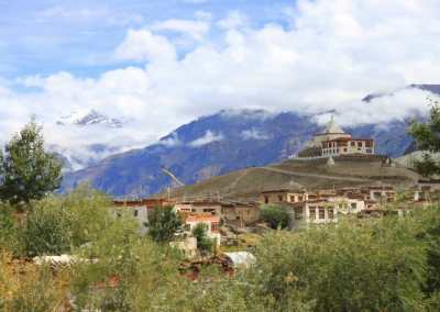 Monastères bouddhistes au Zanskar en Himalaya - village près de Padum