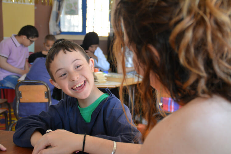 Volontariat avec l'Association les Enfants Papillons - Enfant autiste de l'association marocaine