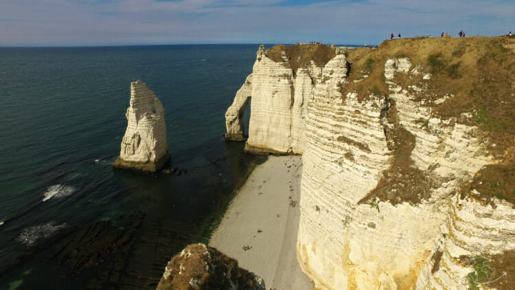 Falaises d'Etretat - Vue de la pointe et des falaises d'Etretat