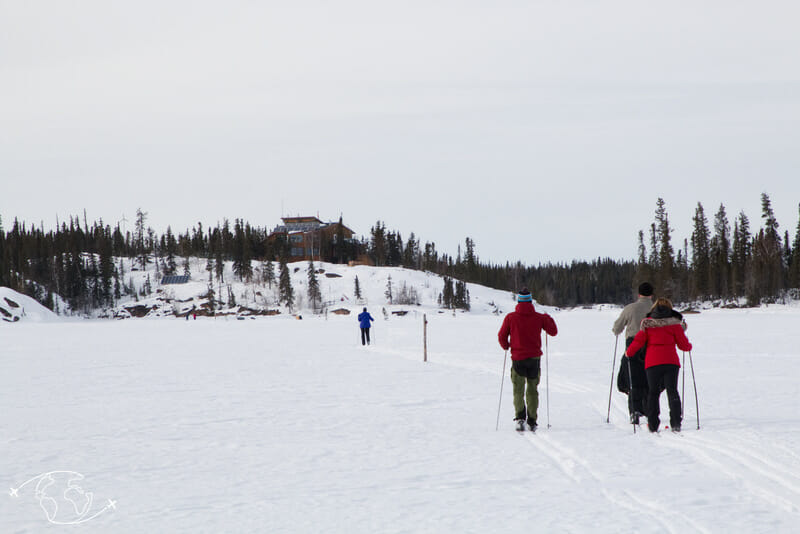 Ski de fond vers le Blachford Lake Lodge