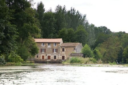Moulin et héron du Marais Poitevin