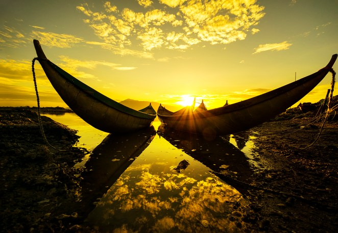 10. Sunrise like a gold on water by Nguyen Quang Ngoc / Picfair