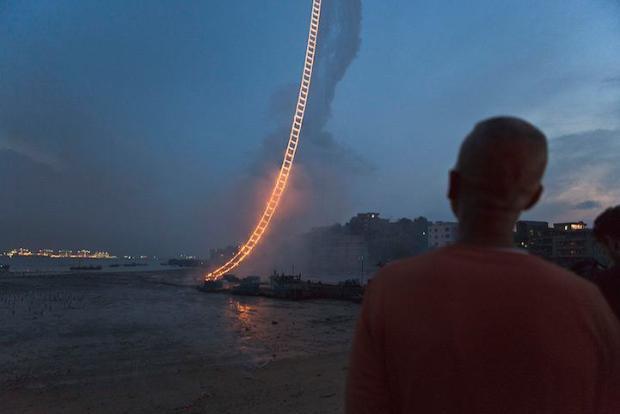 sky-ladde-made-of-fireworks-4