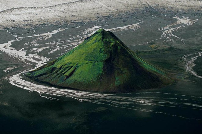 the-maelifell-volcano-on-the-edge-of-the-myrdalsjc3b6kull-glacier-iceland