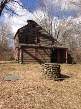 The house was built in 1719, and is reported to be the oldest in town.