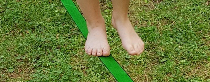 Ploché nohy a kopec srandy k tomu