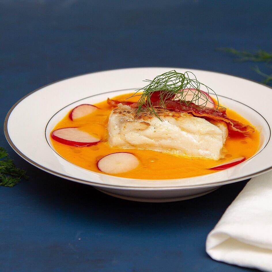 Gulrotsuppe med torsk og spekeskinke