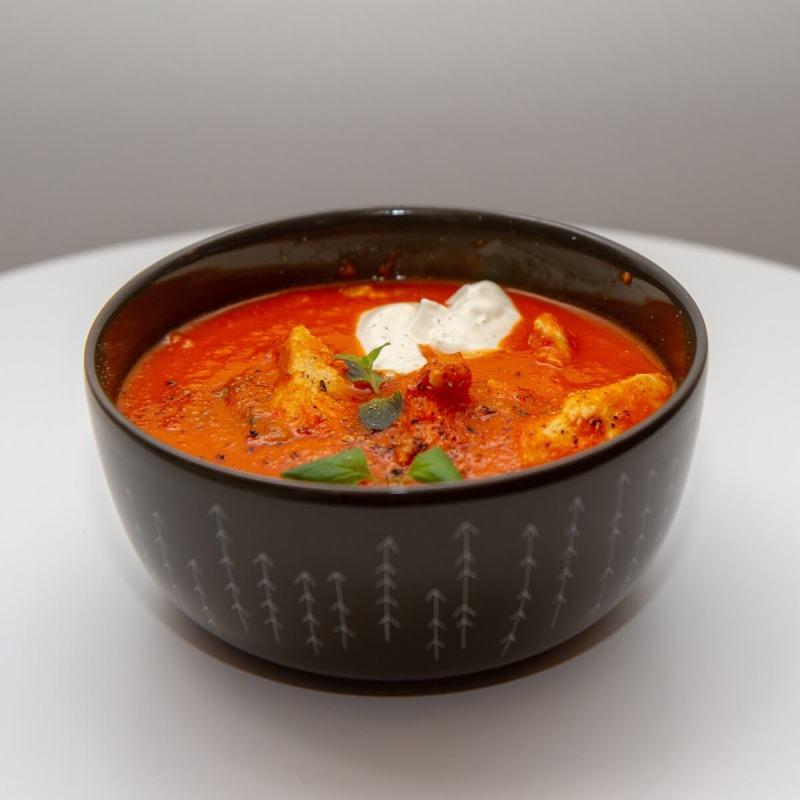 Sterk tomatsuppe med kylling