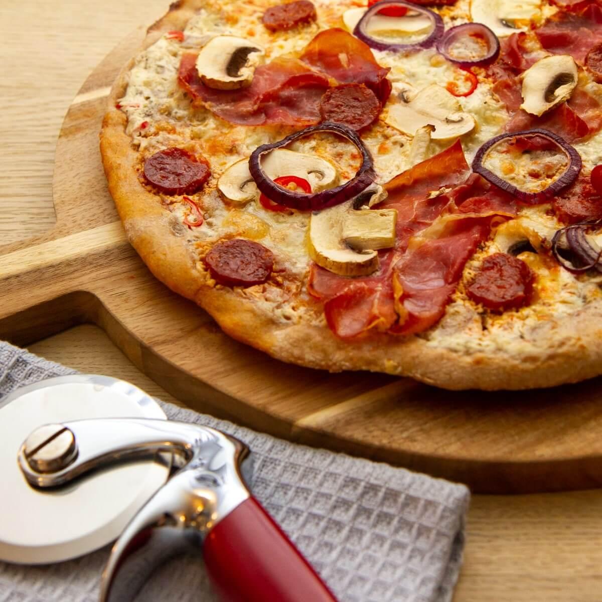 Hvit pizza med skinke
