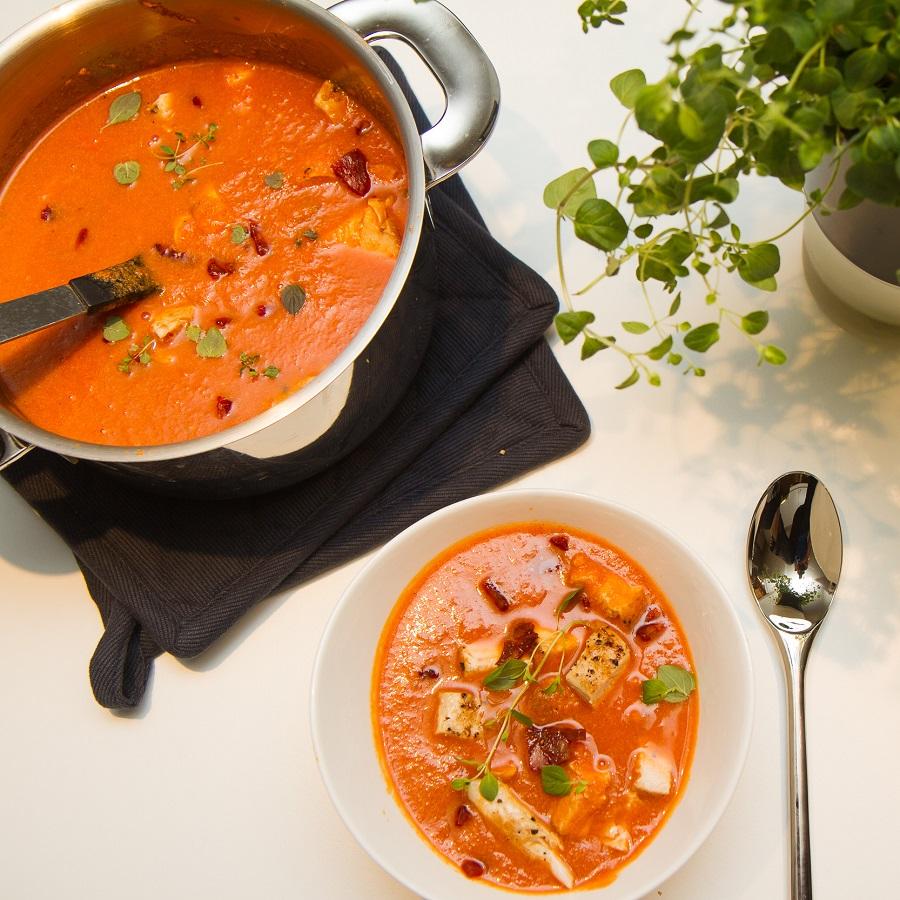 Tomatsuppe med kylling og chorizo