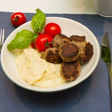 Greske kjøttboller med potet og pastinakkpuré