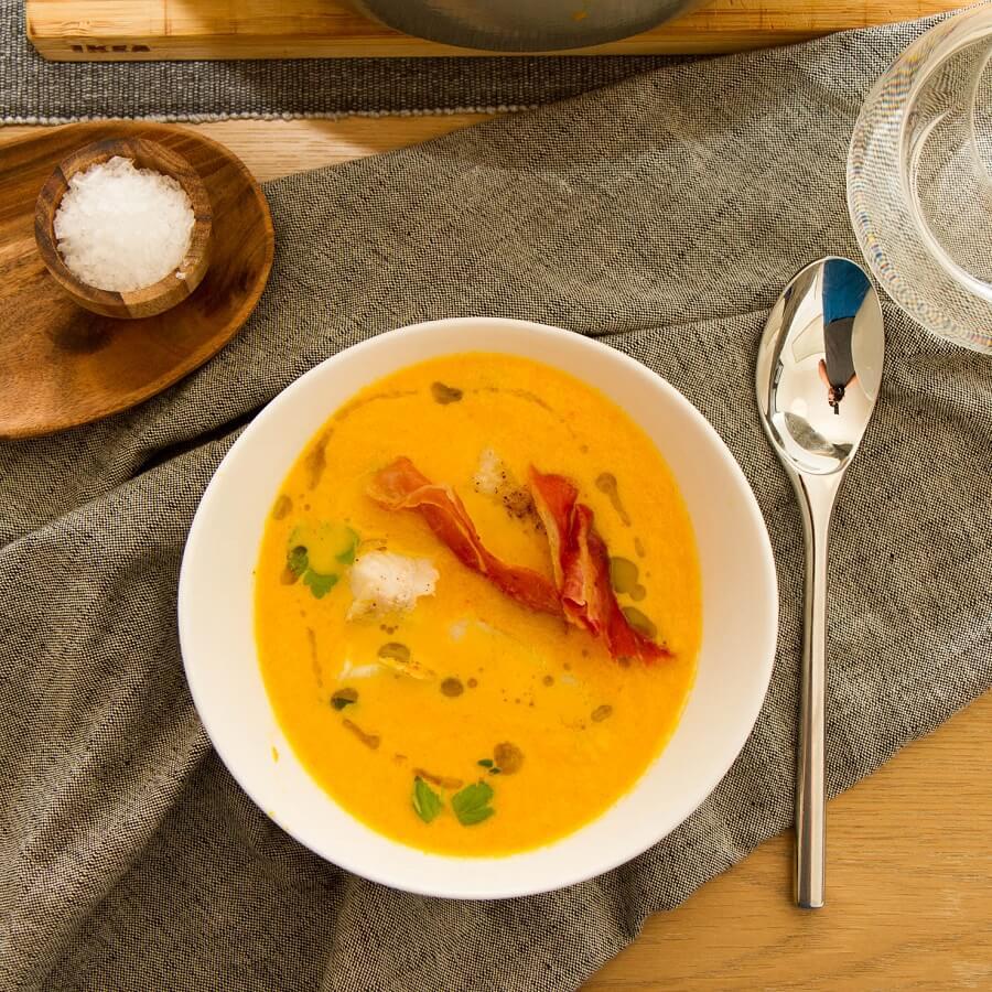 Gulrotsuppe med torsk, kokos, lime og chili