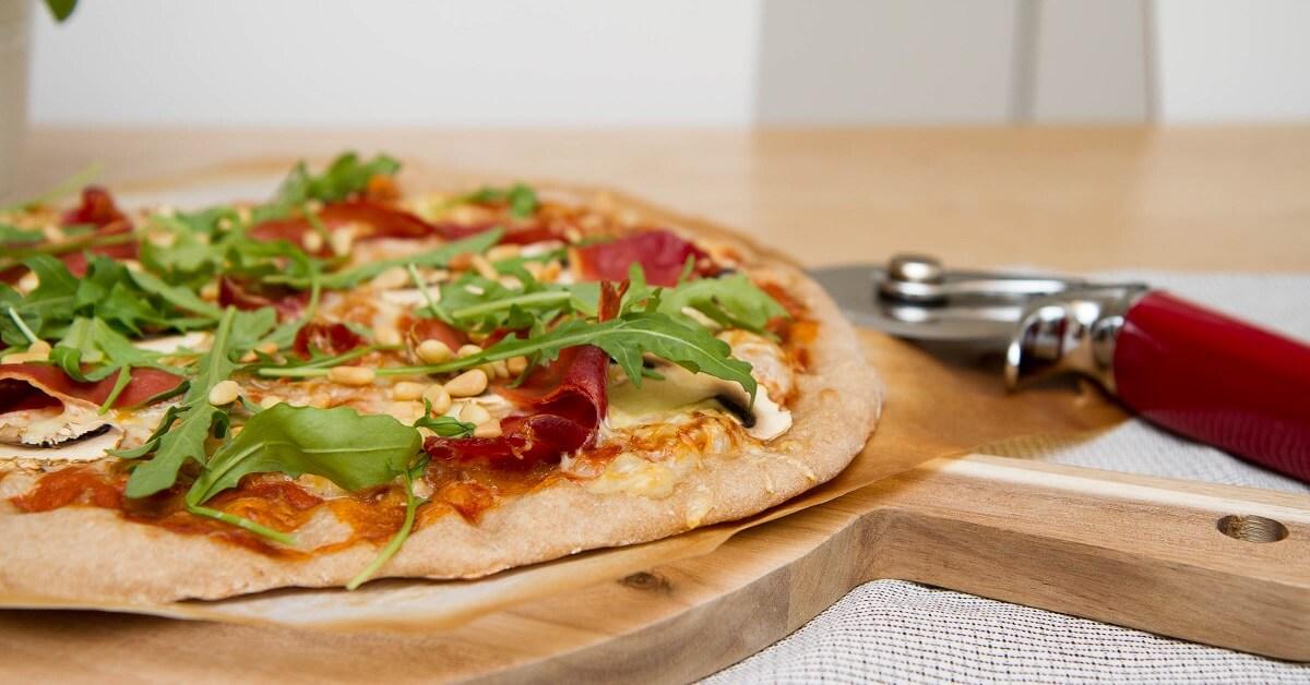 Surdeigspizza med parma
