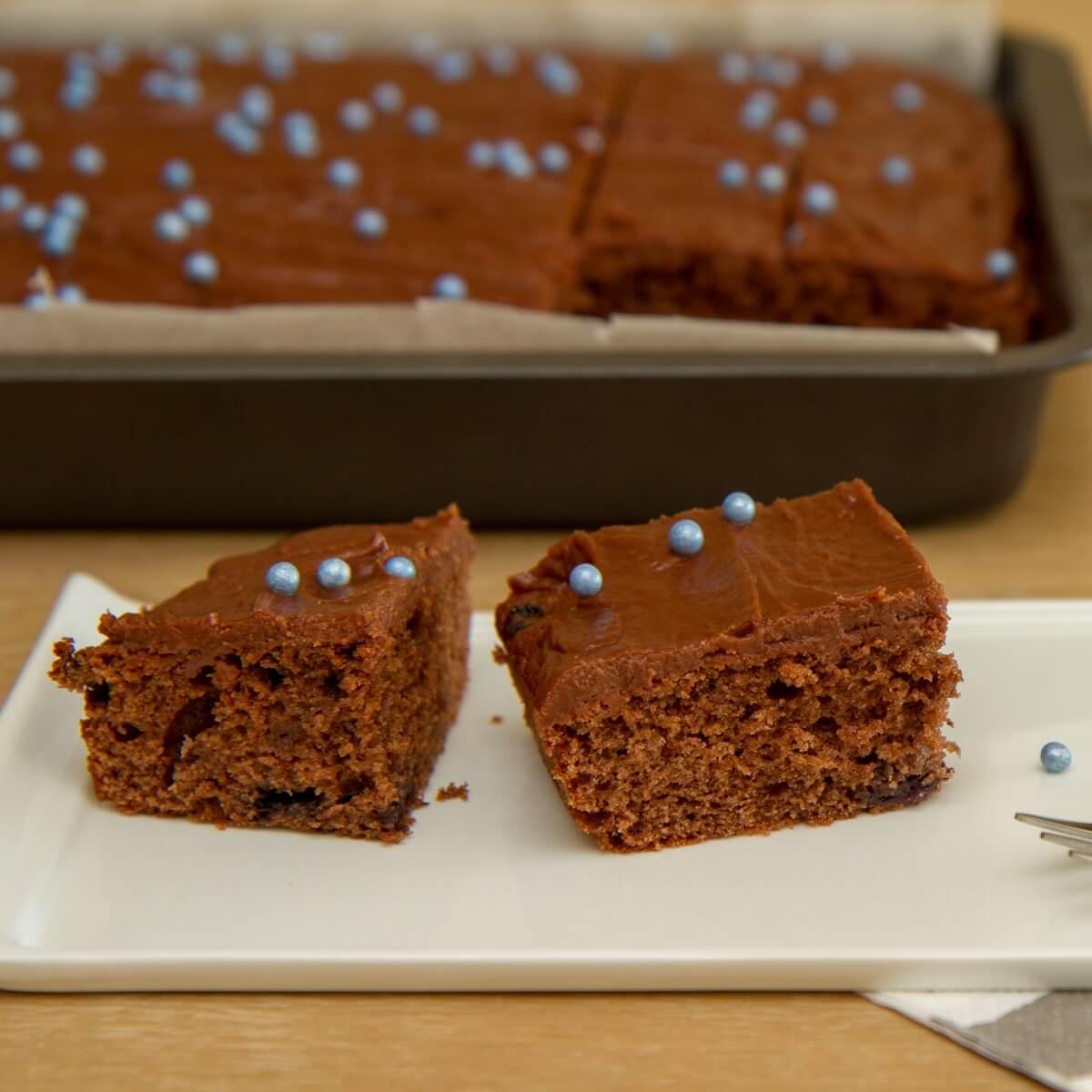 Skuffekake med blåbærbiola (sjokoladekake)