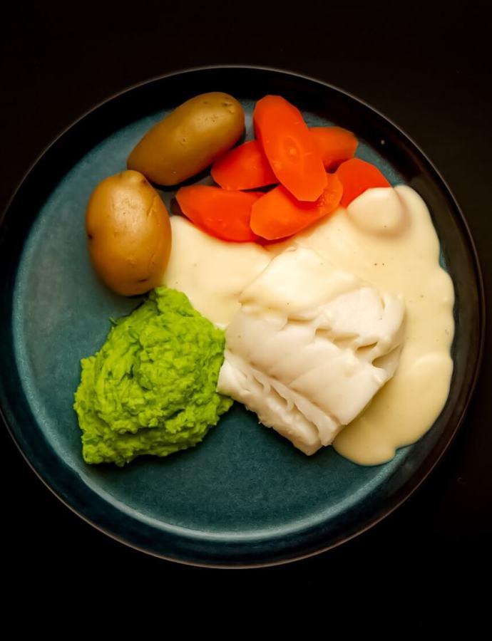 Skrei med hvitsaus, gulrot og ertepuré