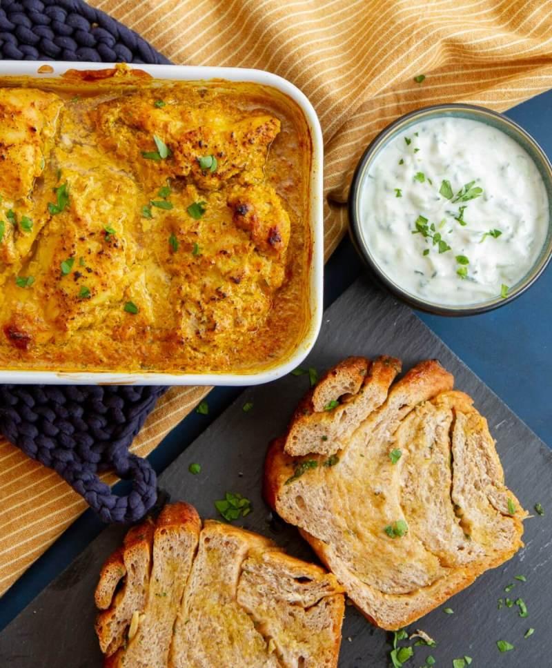 Tandoori kylling med hvitløksbrød og raita