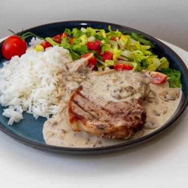Svinekoteletter med ris og sjampinjongsaus