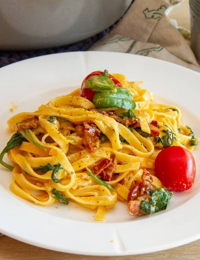 Pasta med chorizo og soltørkede tomater
