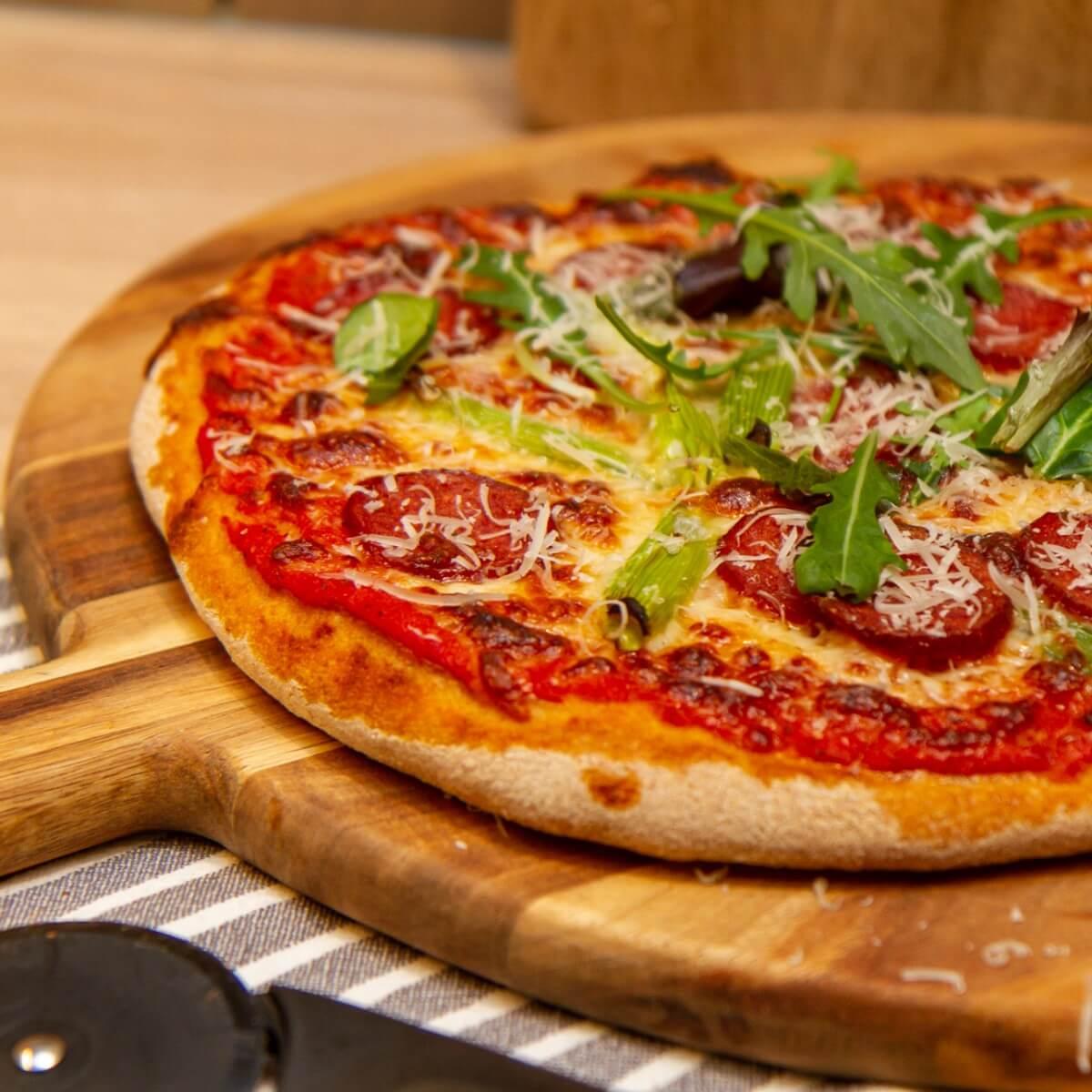 Pizza med salchicha