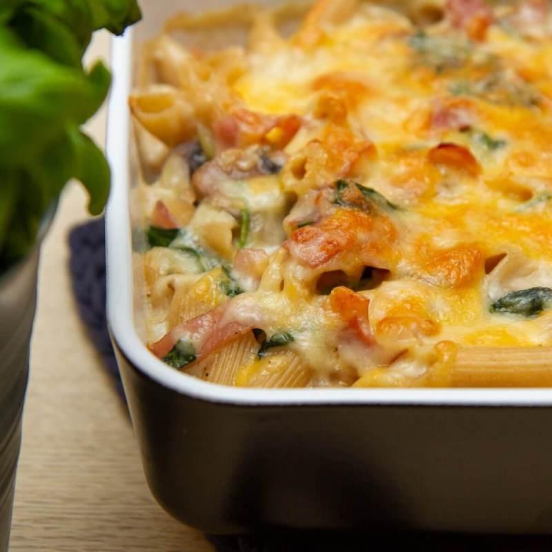 Gratinert pastaform med skinke