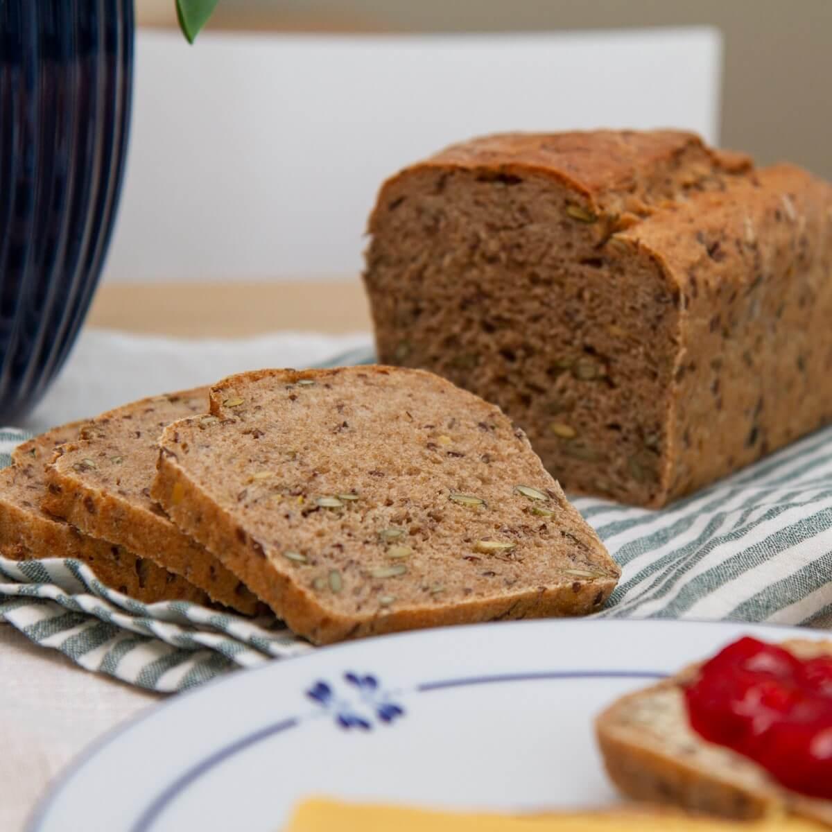 Grovbrød med rug og gresskarkjerner