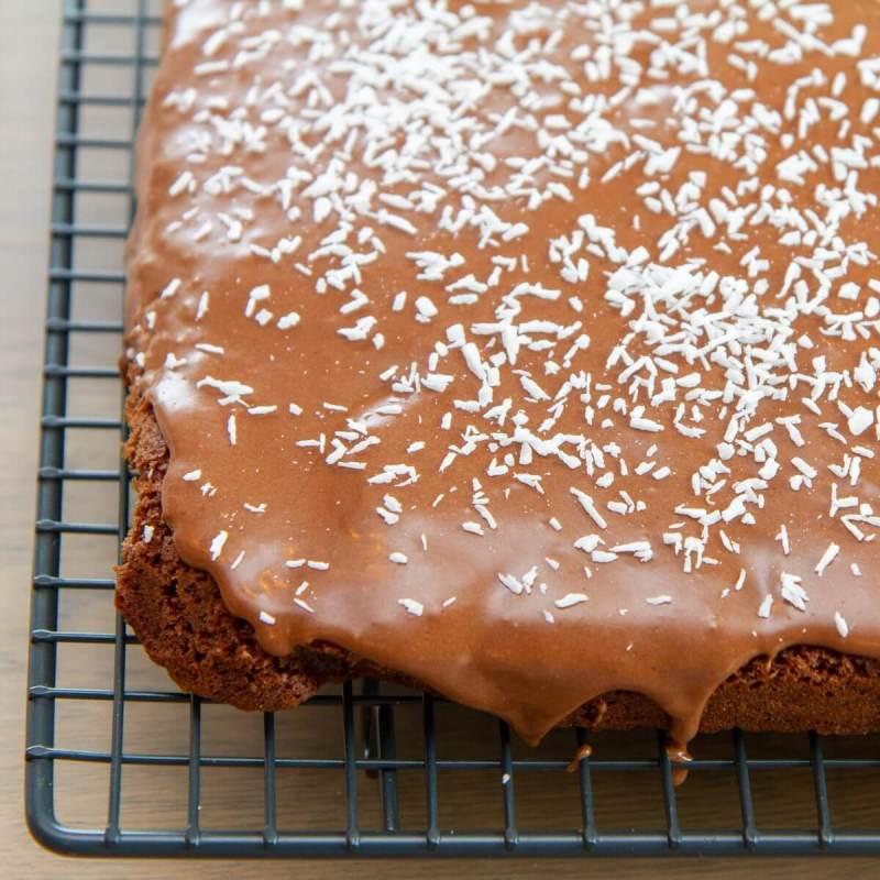 Sjokoladekake i langpanne med kokosstrø