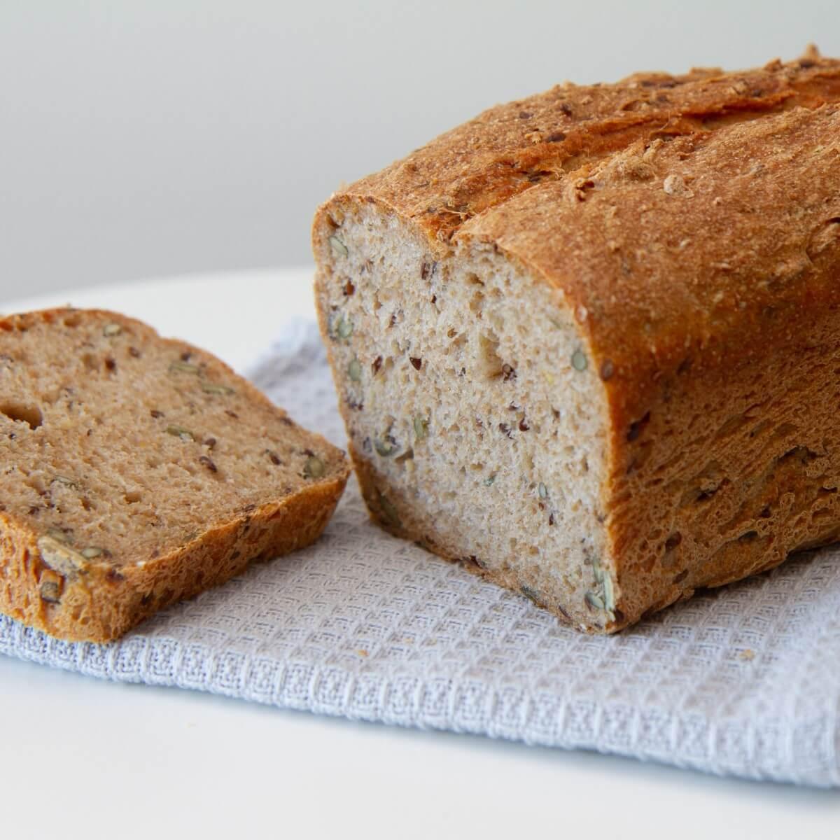 Grovt brød med bygg og havre