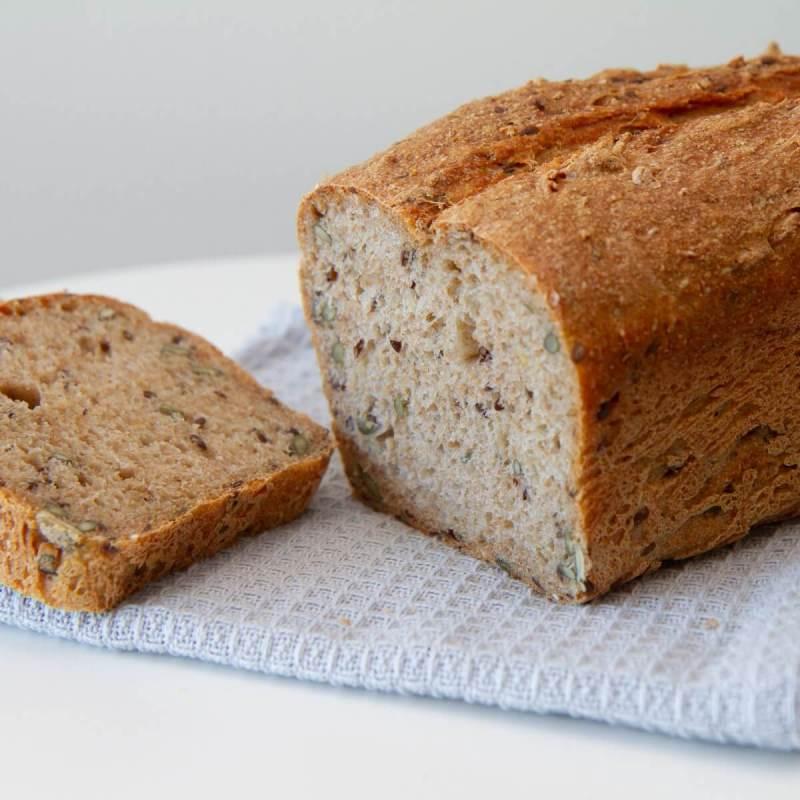 Grovt brød med byggflak