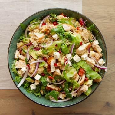 Kyllingsalat med couscous og fetaost